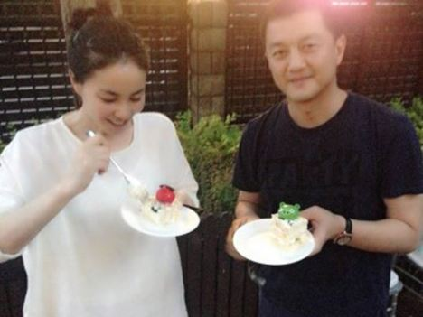 To celebrate Yan's birthday (May 27), Faye and Yapeng recently got together.