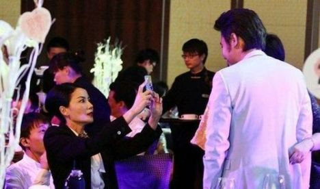 Faye snapping a photo of Wu Xiubo.